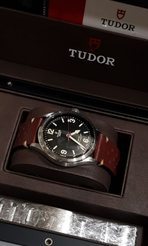 a649074d98f Tudor Heritage Ranger Rose 79910 steel, Men's Fashion, Watches on ...