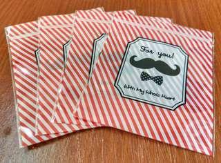 🚚 【贈】鬍子圖案夾鏈帶