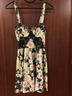 🚚 TopShop Floral Dress