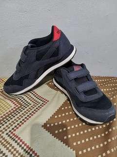 🚚 Reebok shoes