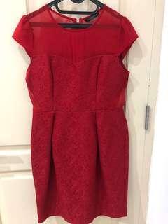 Dress merah detail bagus dan rok peplum