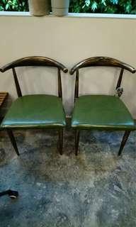 🚚 Vintage Chair