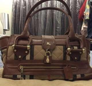 🚚 Top handle Burberry bag