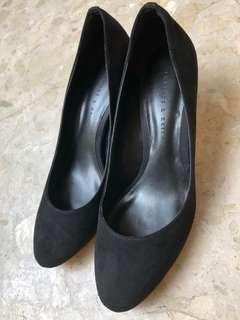 (Price reduced) Charles & Keith Black Covered / Forma Suede Heels