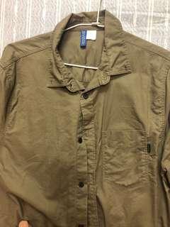 🚚 H&m軍綠襯衫