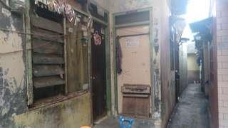 Jual butuh rumah bangunan tua di pinang ranti