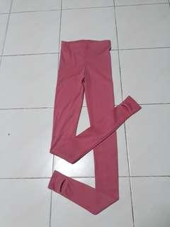Pink legging with high waist n stretchable.