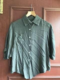 🚚 Olive green shirt with batwing sleeves