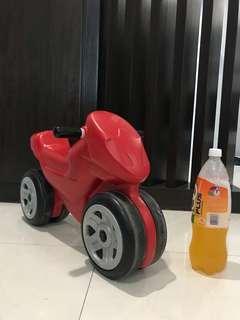 🚚 Toy bike for kid below 4 years old