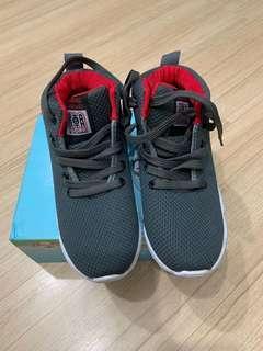 High cut shoe for kids