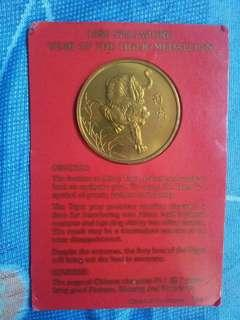 🚚 1986 Singapore 'year of the tiger's medallions