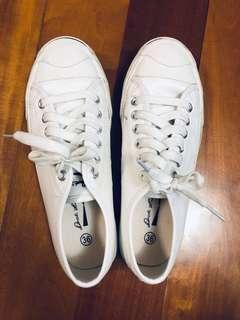 白色平底鞋(草地滾球合資格鞋款)