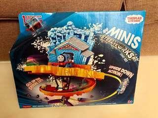 全新 Thomas & Friends minis Steelworks Stunt Set