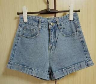 🚚 淺藍色牛仔短褲