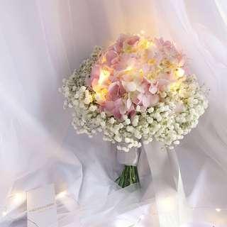 ROM flower|Bridal bouquet | Hydrangea with baby's breath bridal bouquet | bridesmaid flower | Fresh flower bouquet | baby breath | hydrangea | Flower delivery | 婚礼 手捧花束 |绣球 |满天星 |手捧花 |新娘花