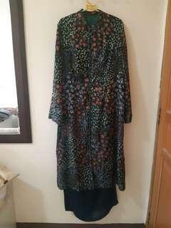 Kebaya Hijau Motif Bunga & Rok/Long Skirt Hijau