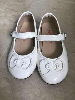 🚚 Child white shoes with strap