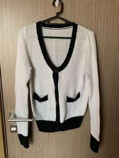 🚚 Knitted White Cardigan with Black Lining #dressforsuccess30