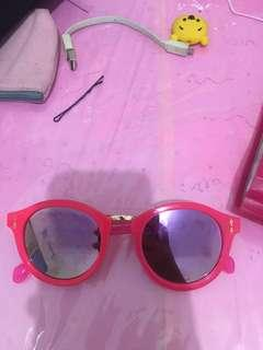 Kacamata hitam wanita