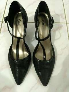 Black Fioni by Payless
