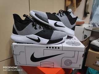 Nike pg 3 us 10.5(no lebron kd kobe curry hyperdunk yeezy ultra boost )