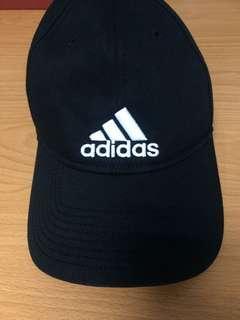 🚚 Adidas經典鴨舌帽 紅+黑