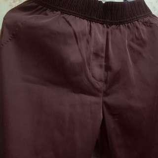 Celana bahan merah