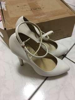 🚚 Grace gift白色氣質高跟鞋