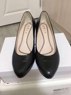 🚚 二手上班制鞋,九成新,穿過一次