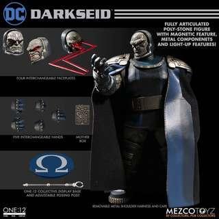 [In hand] Mezco One:12 Darkseid