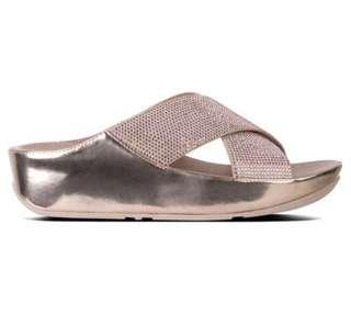🚚 Fitflop gold size US 6
