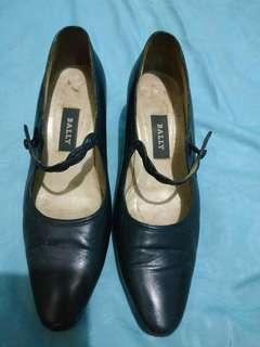 Sepatu bally wanita