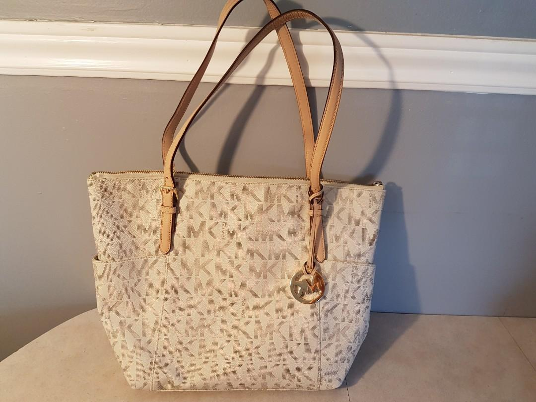 Authentic Michael Kors tote - Slightly used (Excellent Condition)