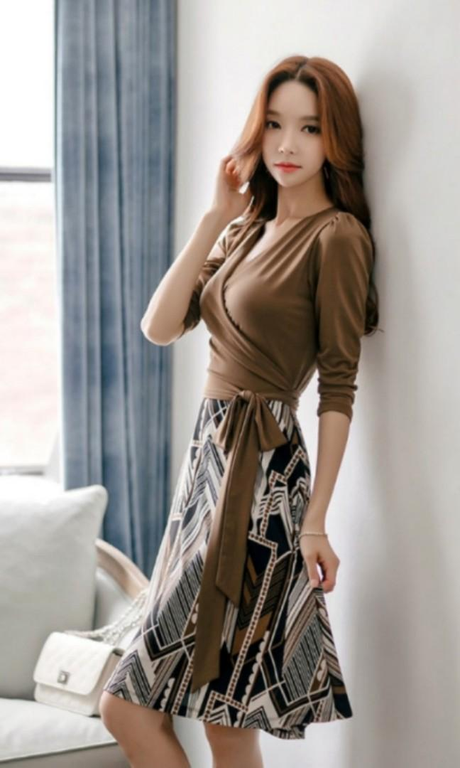 BN brown wraparound v-neck dress M size sexy