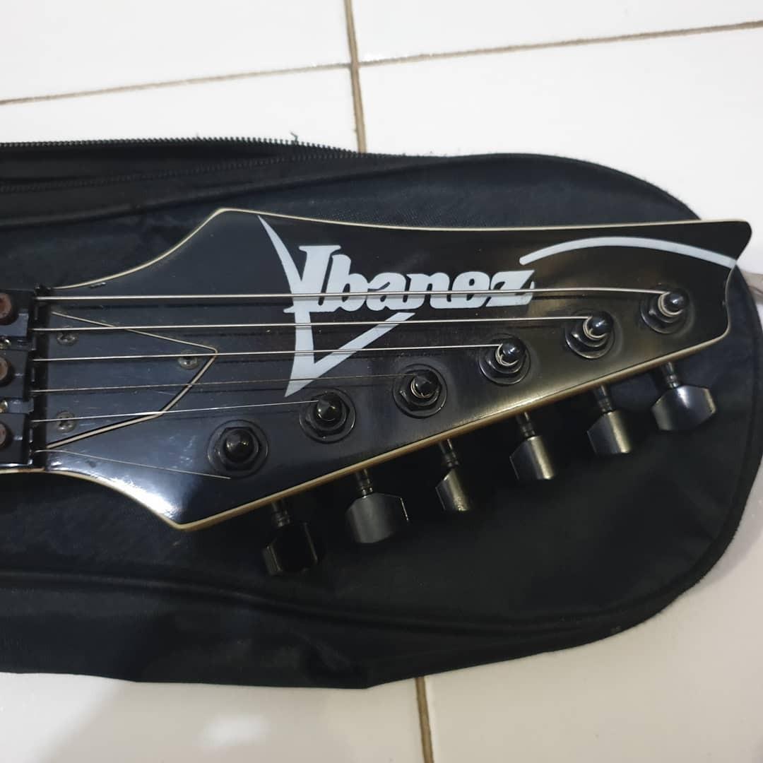 Gitar listrik Ibanez Custom