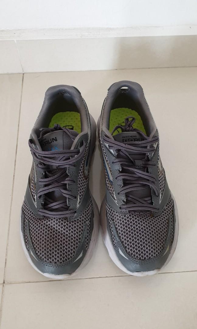 53737c5f Kids Track shoes