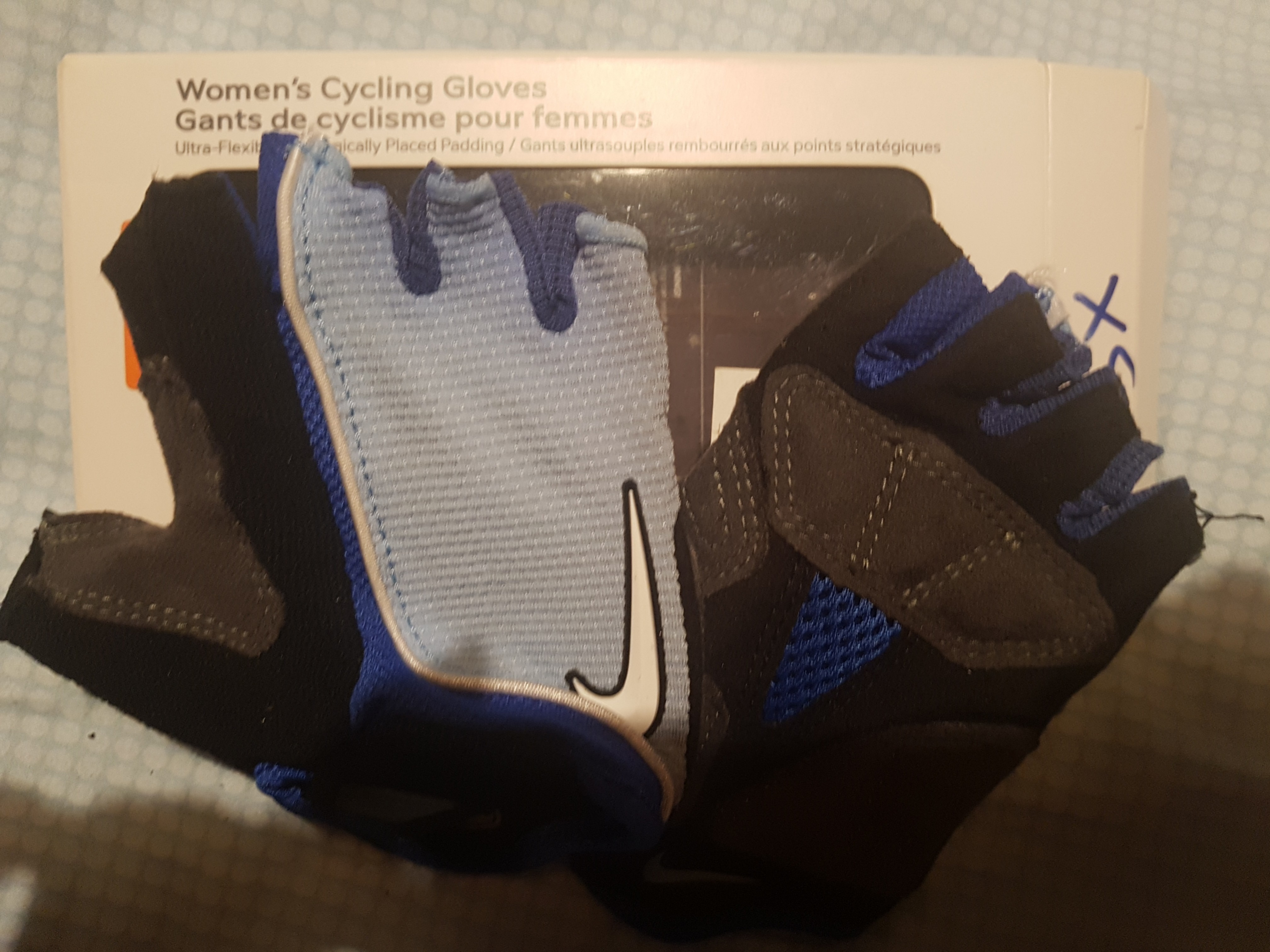 Barry De alguna manera Agotar  Nike women's cycling gloves, Sports, Braces & Supports on Carousell