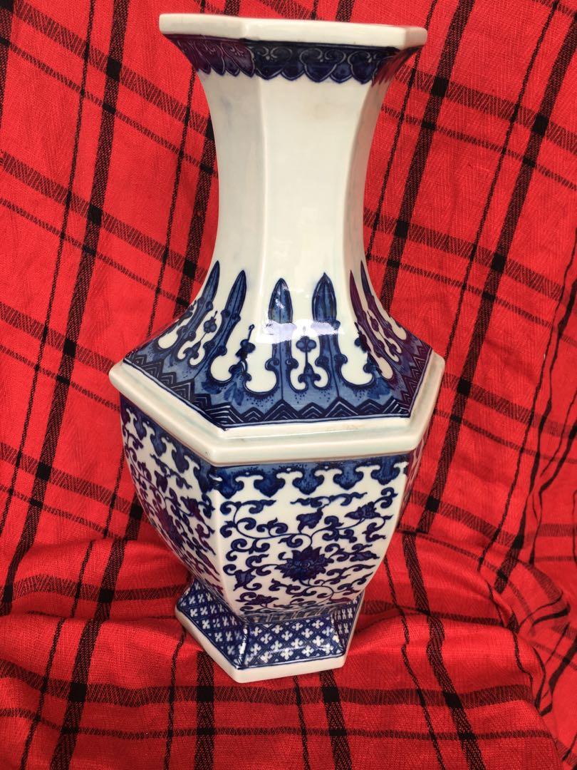 Qing dynasty Chianling mark blue n white vase 35cm high offer price