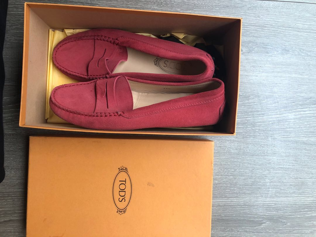 4538dbbbe5291 Tods Gommino red suede loafers, Women's Fashion, Shoes, Flats & Sandals on  Carousell