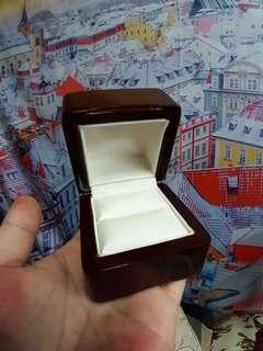 🚚 精緻實木戒指盒