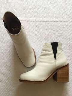 Shellys London Lovenia White Chelsea Boots - Size 6