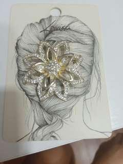 Lovisa flower brooches