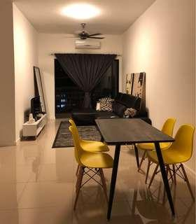 Big mirror, carpet, eames chair, dining table