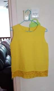🚚 Bright yellow ladies top