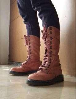 Dr. Martens 馬汀大夫兩穿式反折格紋內裡12孔靴