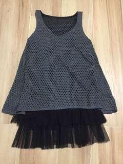 灰色冷織背心黑色紗裙