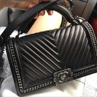 58227ecd833af9 SUPER SALE 95% new Chanel chevron genuine leather Flap bag