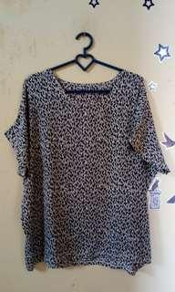 Blouse black and white
