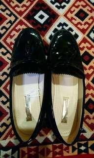 🚚 亮面皮鞋