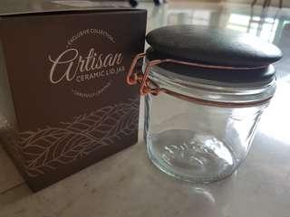 Ceramic lid jar
